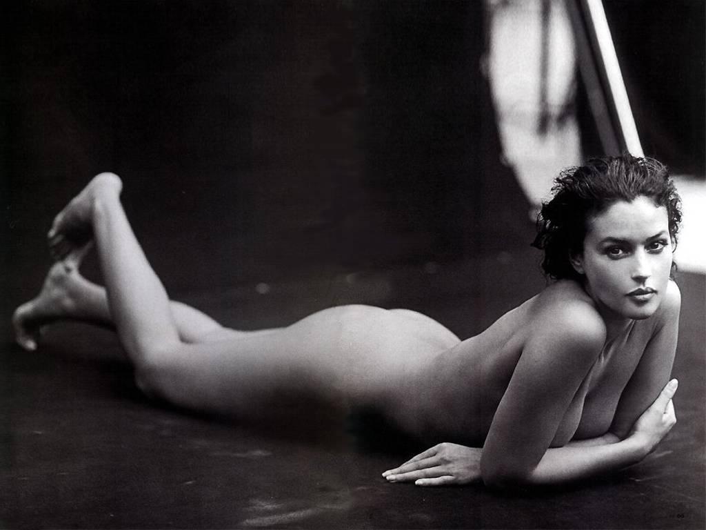 молодая женская грудь с пухлыми молочными сосками крупное фото чёткоё изпбражение.